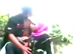 Indonesia Jilbab Hijab Girl Fucked By Bf In A Jungle