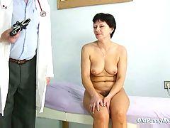 Mature Woman Eva Visits Gyno Doctor To Get Gyno Mature Exam
