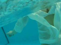 Ai Kawanaka Swimming