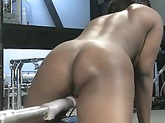 Voluptuous Girl Rides The Machines With Confidence