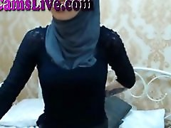 Arabic Webcam Girl Gets Naked And Plays