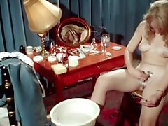 Classic Porn Blonde Shaving Herself