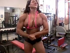 Tanned Muscle Woman Attempt To Fist Fuck Her Pussy
